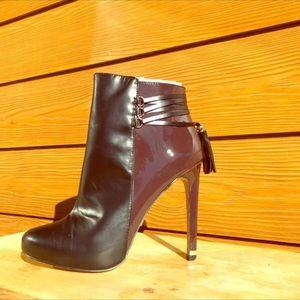 VS maroon & blk booties